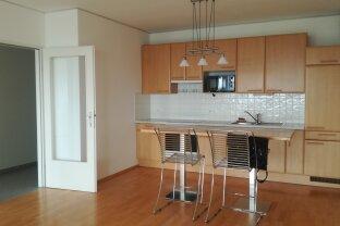 ÜBER DEN WOLKEN : 2 Zimmer Wohnung mit östlicher Loggia mit Weitblick + Fitnessbereich, Sauna, Garage, Rezeption, u.v.m. im Haus !