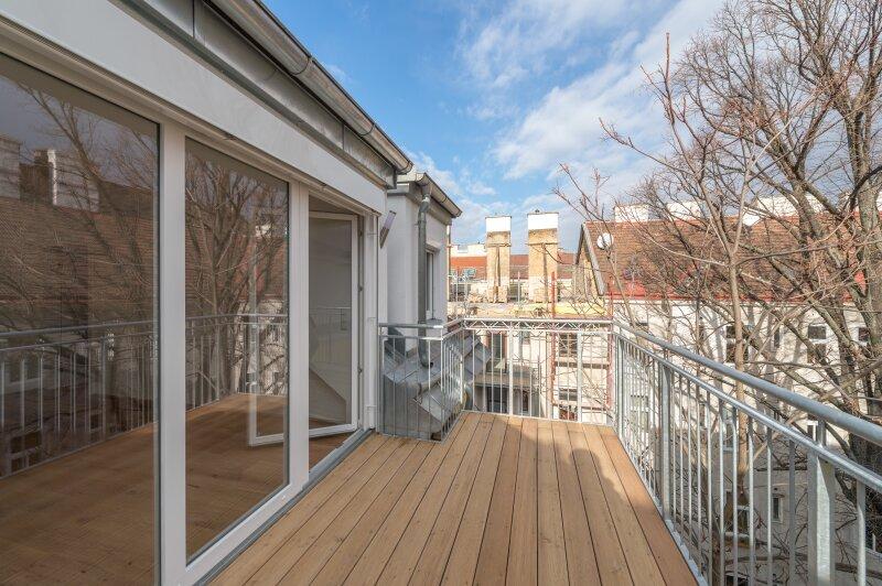 ++NEU++ großzügiger 2-Zimmer DG-ERSTBEZUG, toller Stilaltbau, 8m² Balkon
