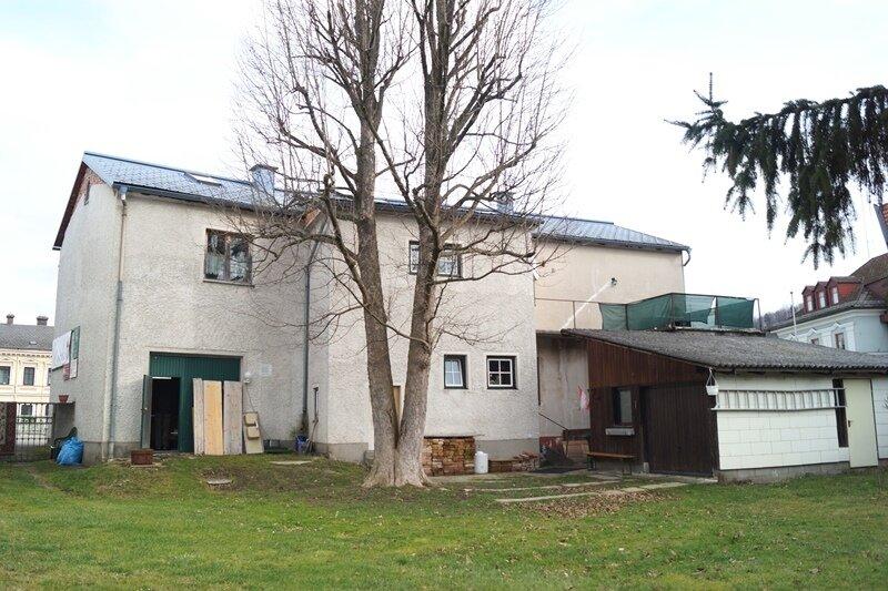 Verkehrsgünstig gelegenes Groß- bzw. Zweifamilienhaus oder  Arbeiten und Wohnen unter einem Dach
