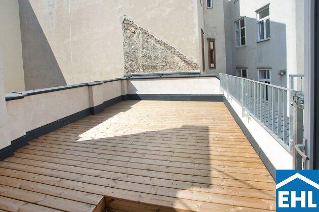 3-Zimmer Altbauwohnung mit Terrasse: Erstbezug nach Sanierung