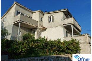 Haus mit Meerblick und fünf Wohnungen an der Adria in Kroatien