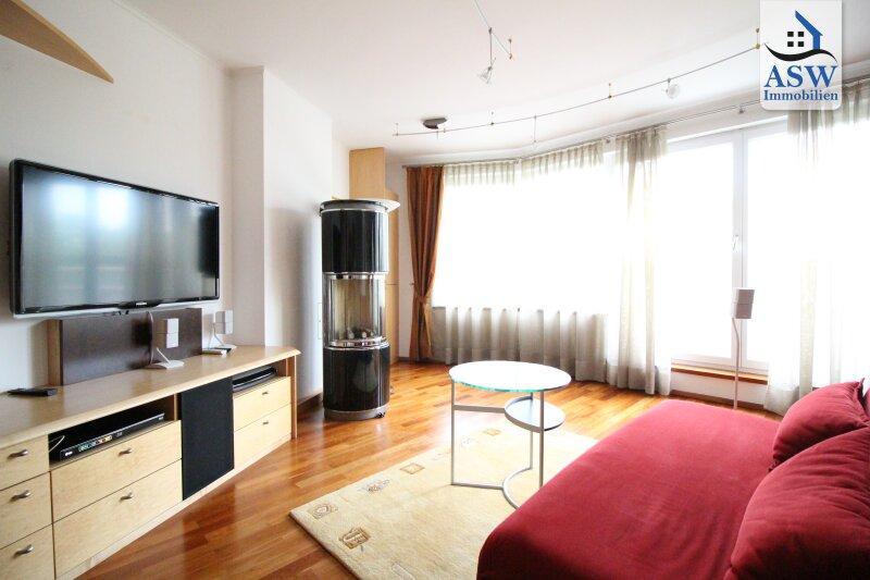 Möblierte 4-Zimmerwohnung über zwei Etagen mit 2 Loggias