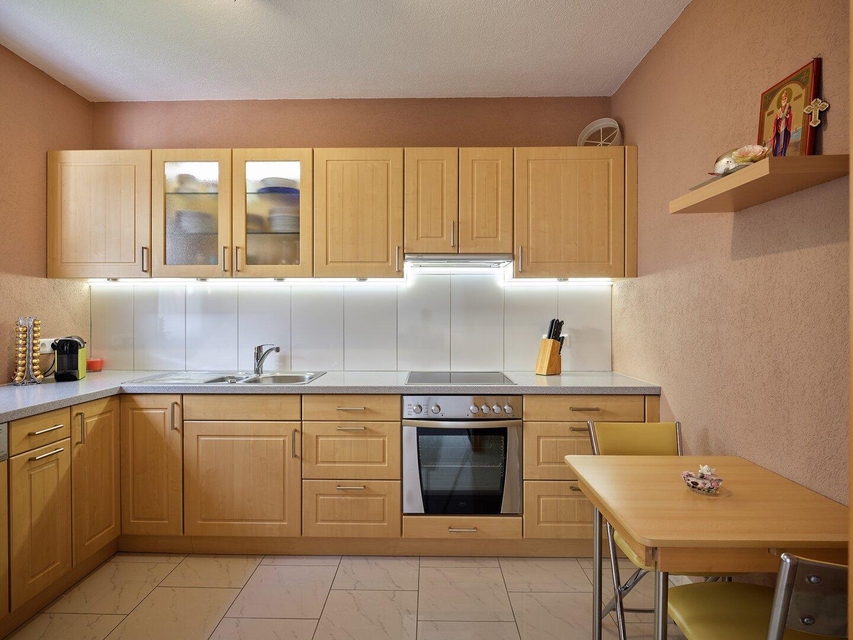 Küche von Wohnraum getrennt