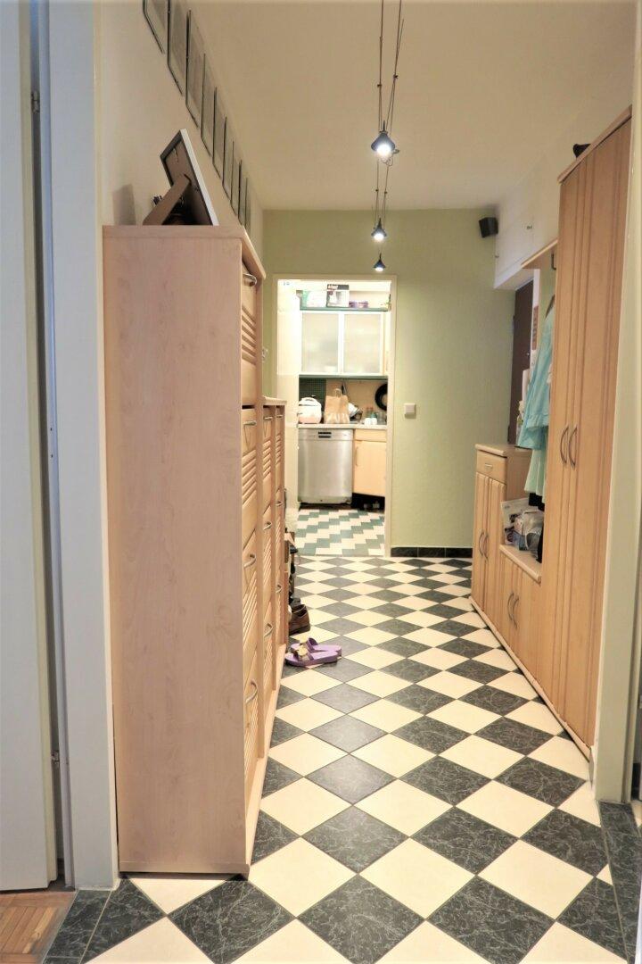 Vorraum Blick Richtung Küche