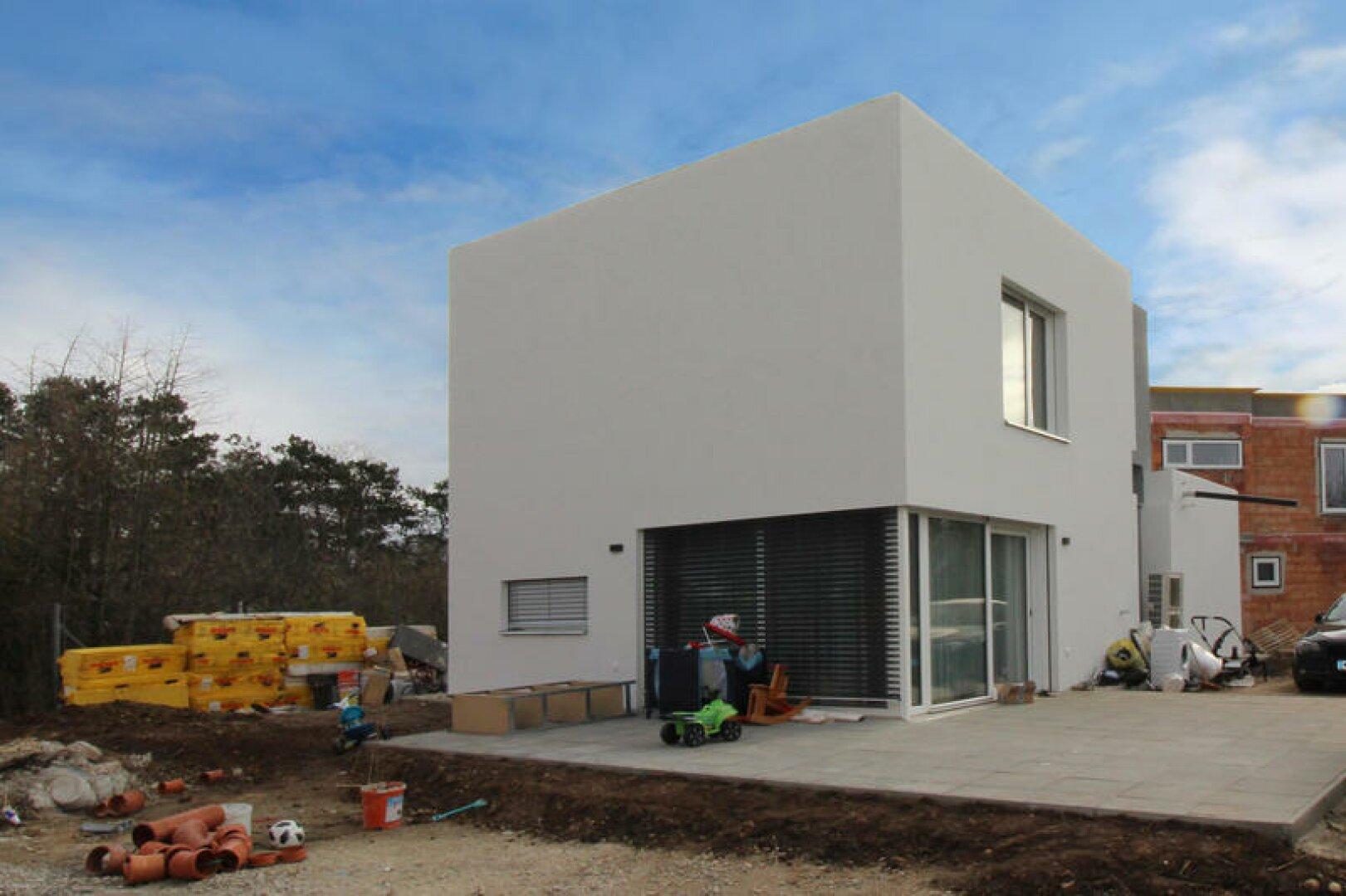 Nachbarhaus fast fertig