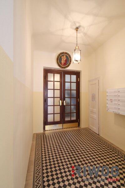 Möblierte 3 Zimmer ALTBAUWOHNUNG mit kleinem BALKON, schönes Haus, gute Lage /  / 1180Wien / Bild 1