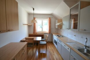 2 Zimmer Wohnung mit separater Küche samt Sitzecke
