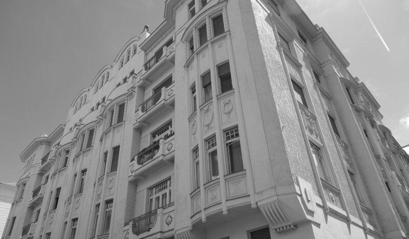 Wunderschöne Stilaltbauwohnung mit Balkonen