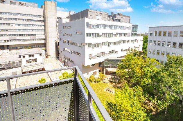 Foto von +Sofort beziehbar+  DG-Ausbau 3-Zimmer neben dem AKH mit Balkon und Wienblick!