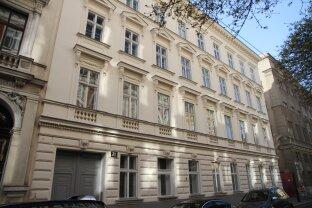 Nähe Raimundtheater / Mariahilfer Straße / sanierungsbedürftige Wohnung in topsaniertem Altbau - Wiener Historismus