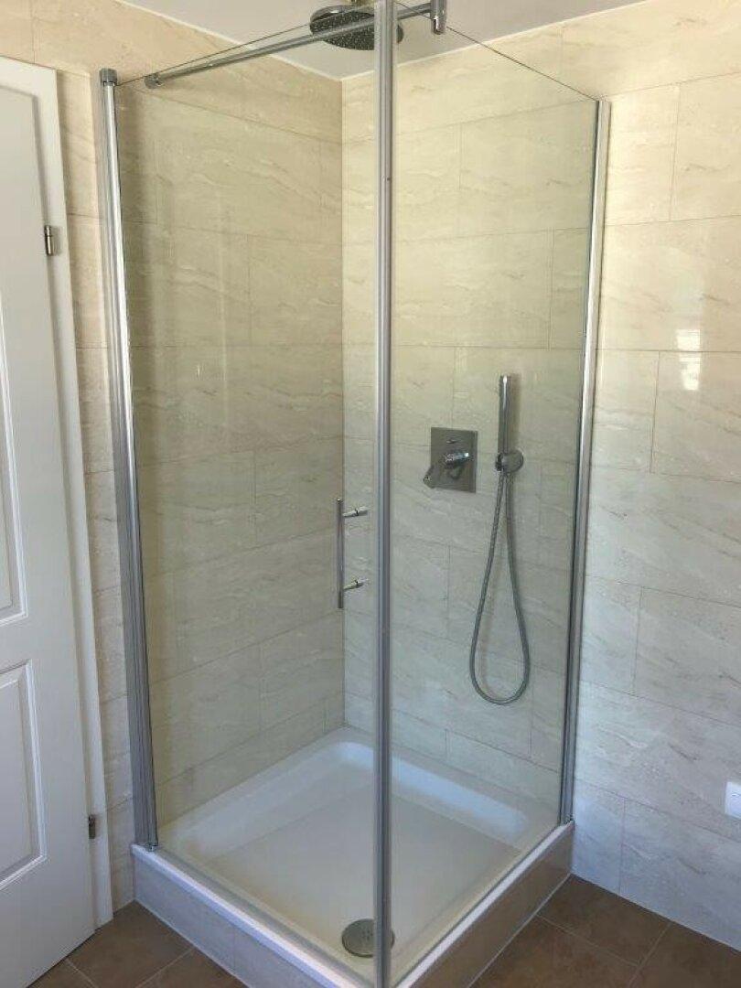 Bad mit Dusche und Rainshower
