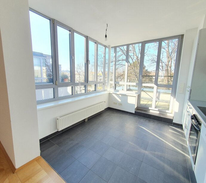 Sonnendurchflutete Wohnung mit kleiner Terrasse - Unbefristete Hauptmiete in toller Lage: