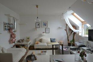 Rugig gelegene und großzügige 4 Zimmer-Wohnung im Dachgeschoß
