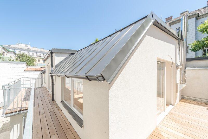 ++NEU** Exklusives HOFHAUS mit großzügigen Freiflächen (70m²), ERSTBEZUG! + Garage