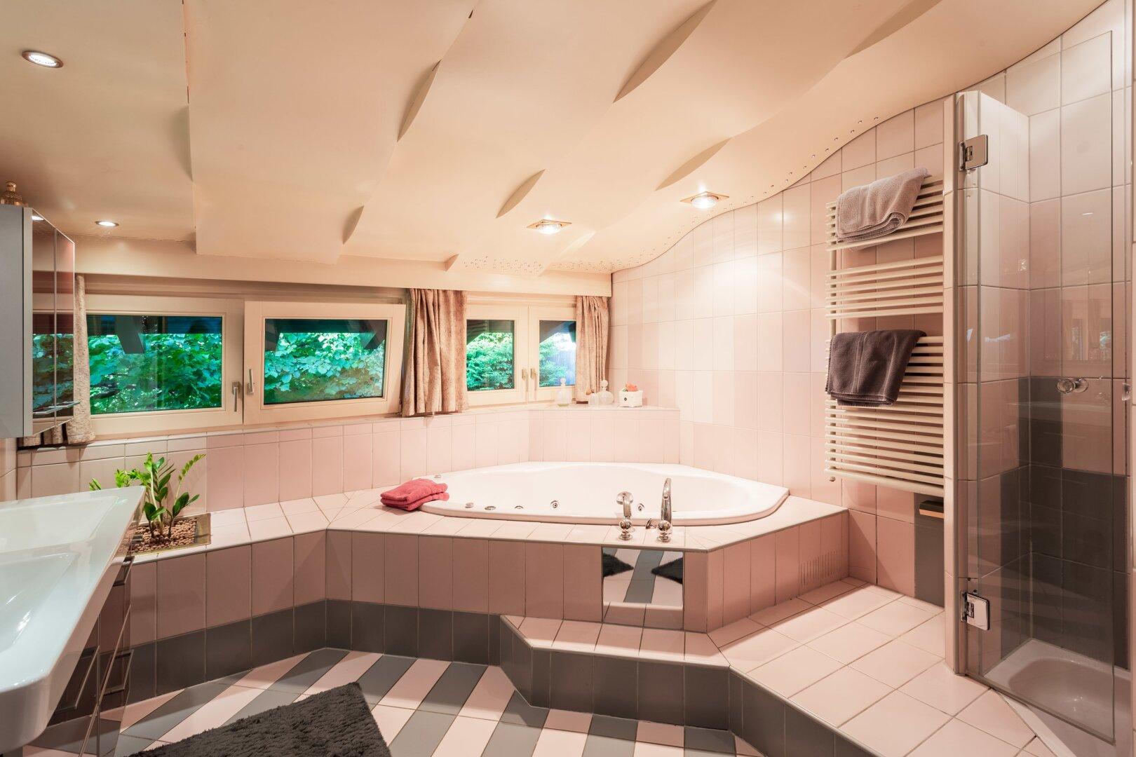 Badezimmer Eckbadewanne