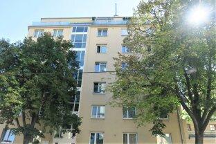 Lassen Sie sich von der Sonne wach küssen! Hübsche 2 Zimmer Wohnung in Hinterhoflage!