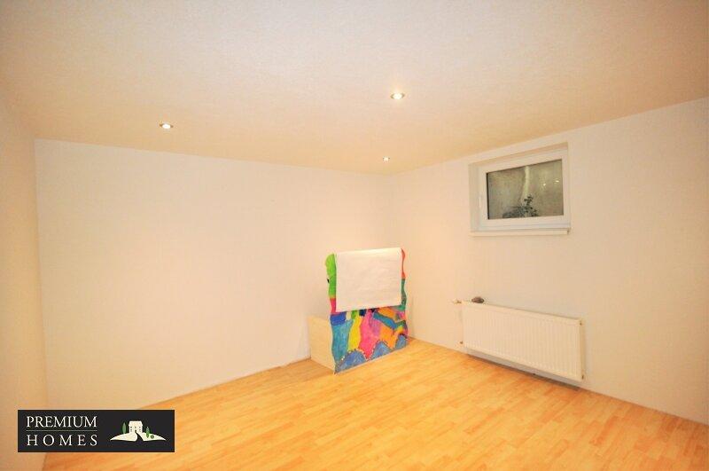 Angerberg_Doppelhaushälfte_heller Kellerraum_Platz für eine Sauna