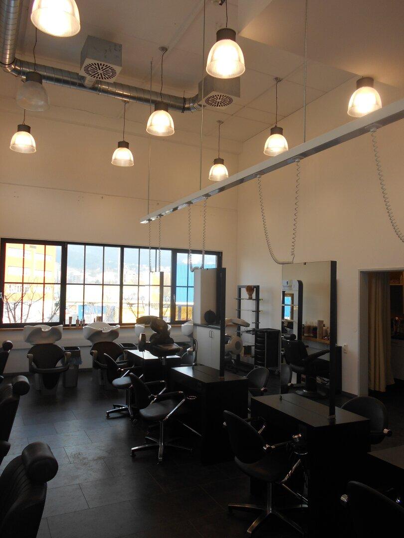 Hairsalon mit den Industriefenstern