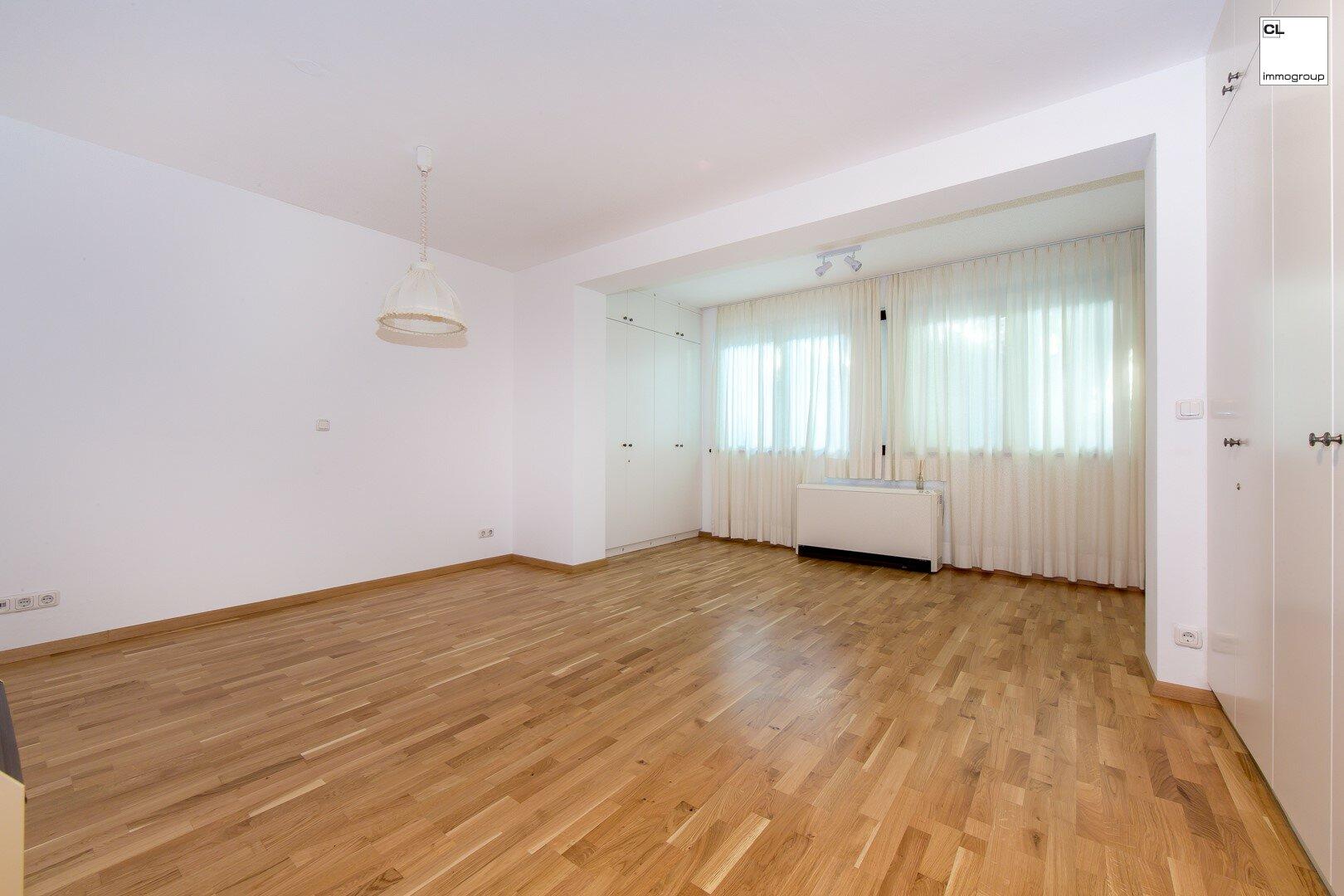 Großes Schlafzimmer mit Einbauschränken