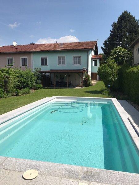 Einfamilienhaus mit Pool und Grünblick
