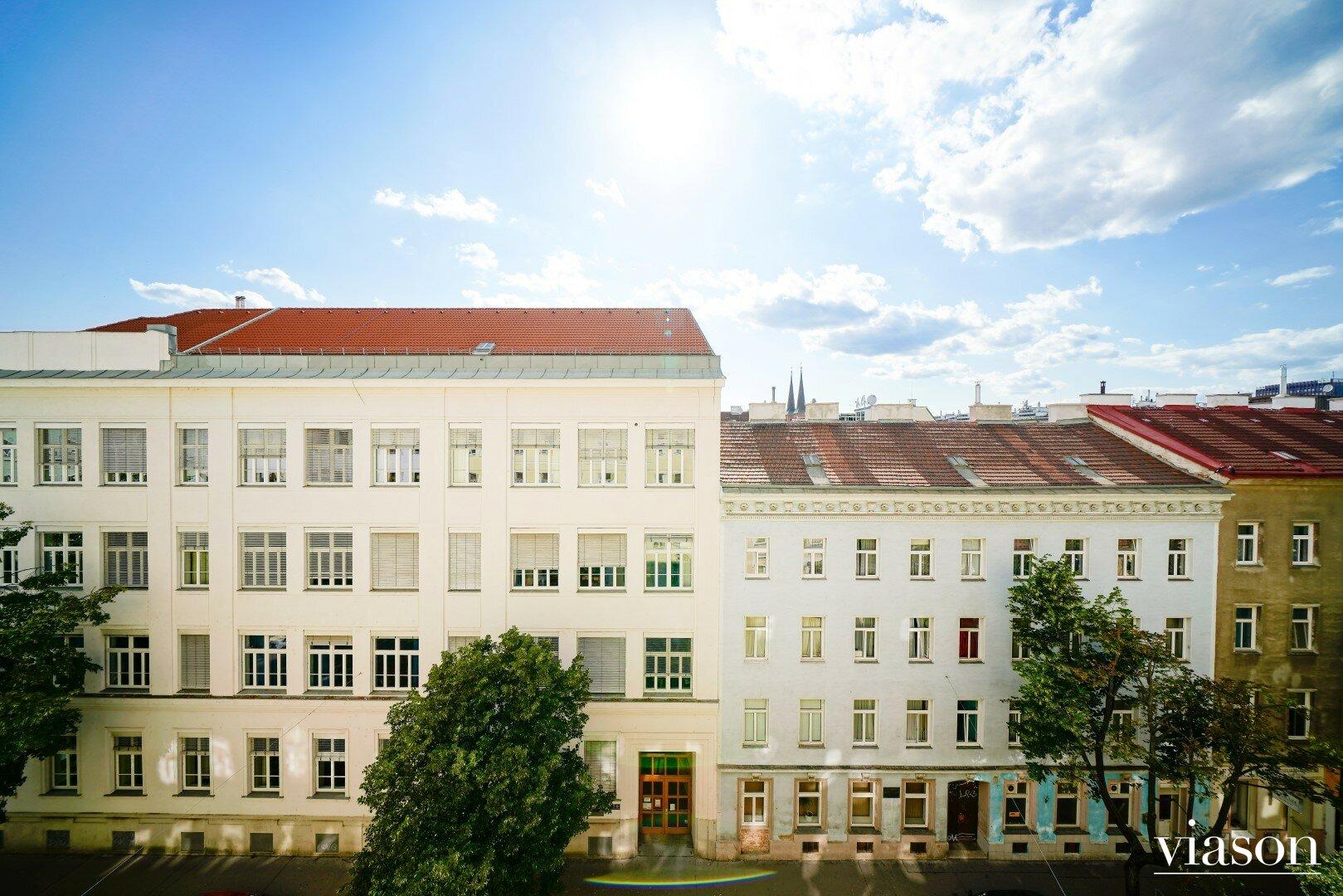 Blick vom Wohnzimmer in die Dammstraße
