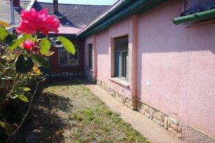 Balatonfüred - Haus mit großem Grundstück in guter Lage mit viel Potenzial