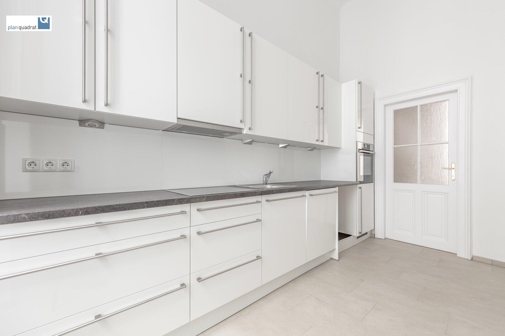 Küche (ca. 9,20 m²) mit neuer Ausstattung