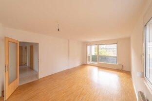 helle 3 Zimmer Wohnung mit hofseitiger Loggia