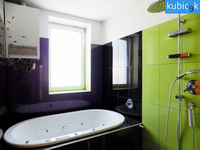 Waschraum mit Badewanne