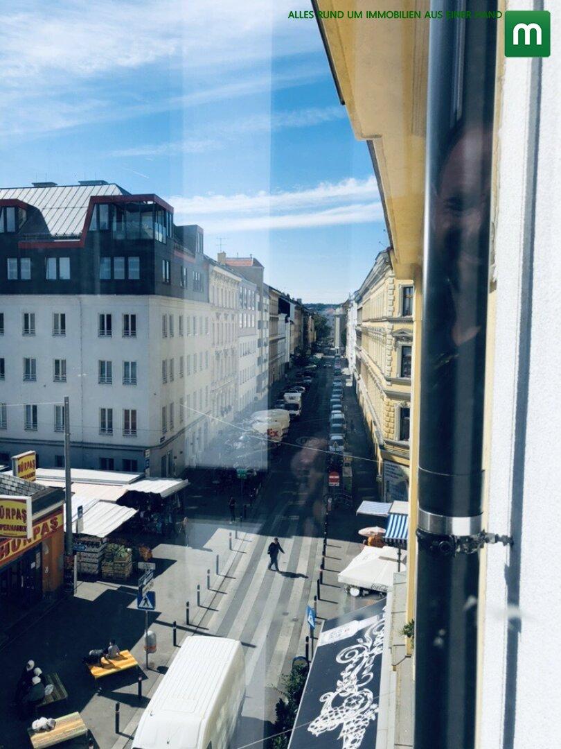 Fenster / Blick auf die Straße