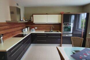 Maisonette-Wohnung mit moderner Einbauküche, zwei Balkonen & Tiefgaragenplatz