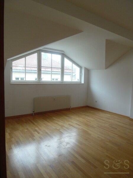 Renovierte, schöne DG- Wohnung im 4 Bezirk, Viktorgasse