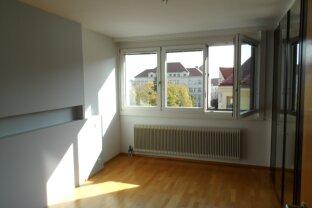 ERFOLGREICH VERMITTELT: modernisierte 2-Zimmer mit separater Küche !