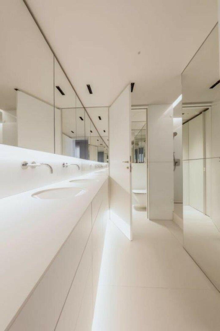 Masterbathroom mit separatem WC