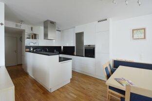 Helle, moderne 3 ZI Wohnung mit Balkon & kompaktem Grundriss