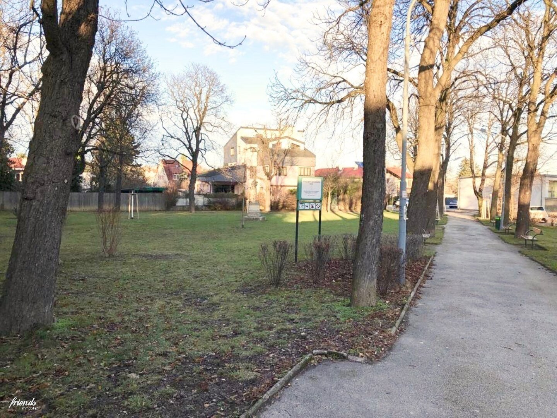 Gegenüberliegender Park