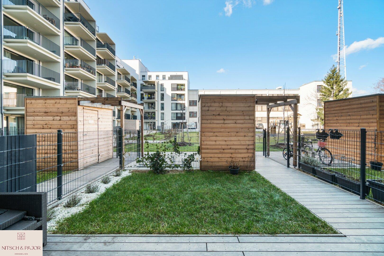 Garten mit Terrasse und Markise