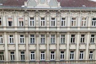Sanierungsbedürftige Wohnung mit ca.115m² 4.Zimmer