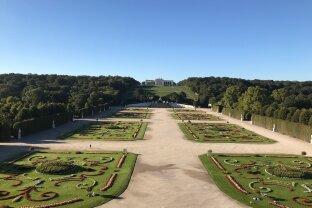 Prachtvolle Wohnung mit Blick in den Schlosspark!