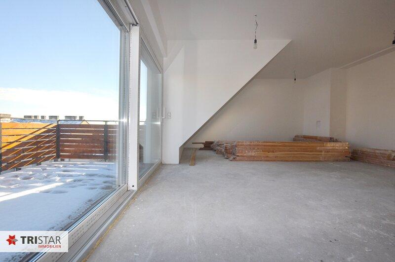 ++NEU++ 3-Zimmer-Dachgeschoßwohnung mit großer Dachterrasse im Generalrevitalisierte Altbau-Haus ++Nähe U-Bahn (U3) +++ /  / 1150Wien / Bild 2