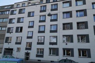 Erfolgreich verkauft! Provisionsfrei! Sanierungsbedürftige, ruhige 3-Zimmer Neubauwohnung mit Südbalkon im 2. Liftstock!
