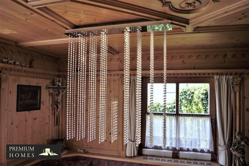Breitenbach am Inn - Elegantes Landhaus - Südtiroler Stube mit Kristall-Luster