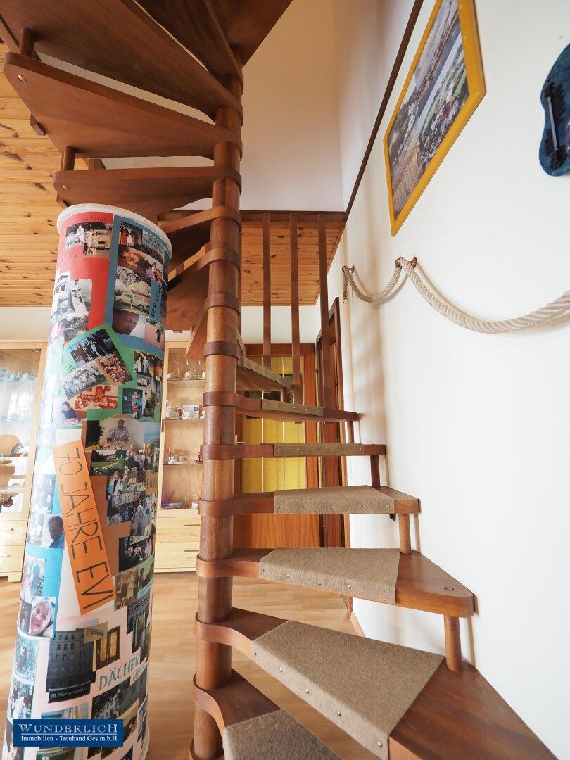 Treppe in das Dachgeschoß