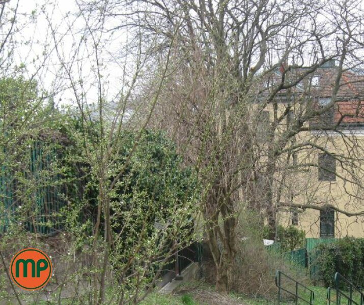 2 bedroom apartment with private garden for sale