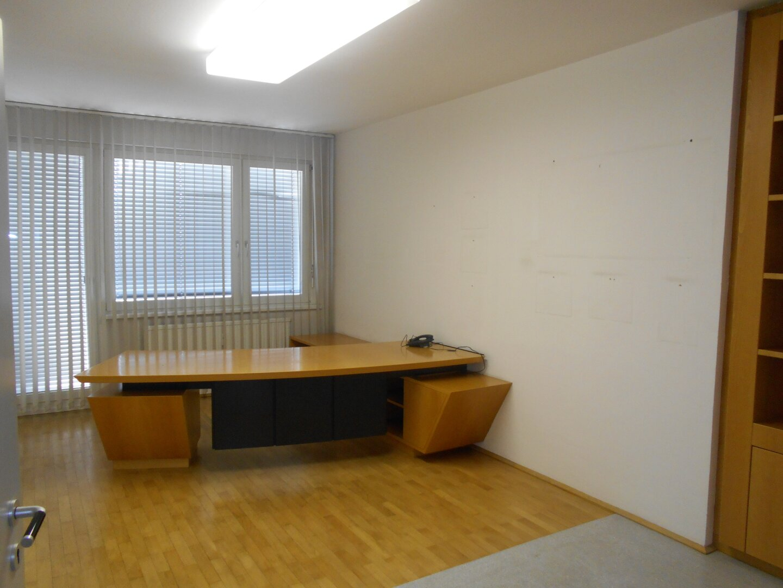 Büro 1 mit Zugang zum Westbalkon