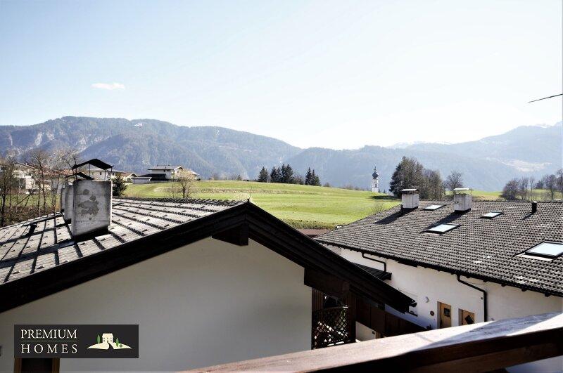Breitenbach-Dorf-Mietwohnung-Balkon mit Sicht Richtung Süden