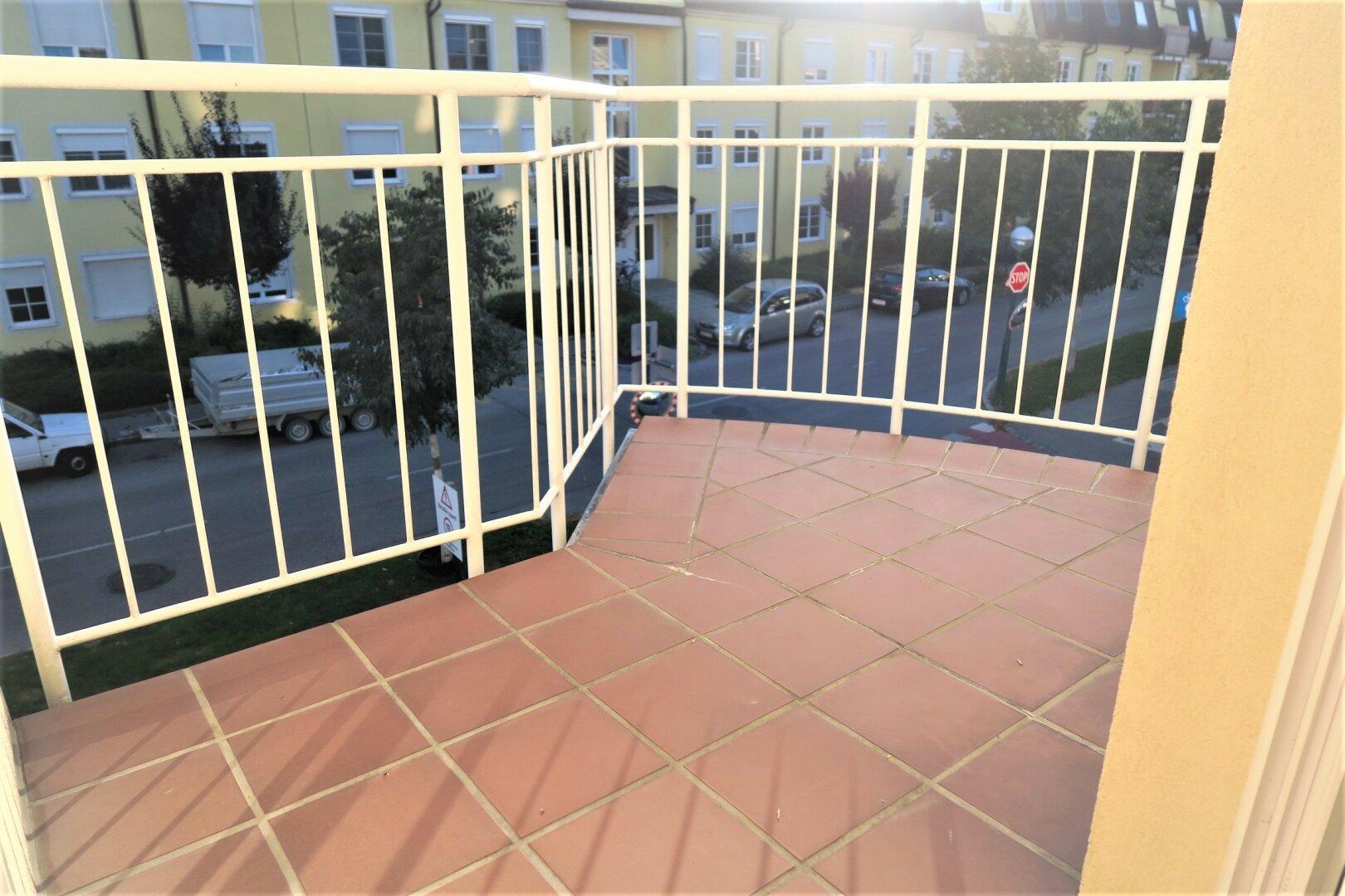 kleiner, sonniger Balkon