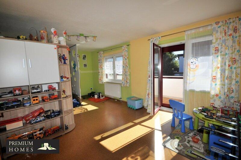 Angerberg_Doppelhaushälfte_Kinderzimmer mit Zugang auf Balkon