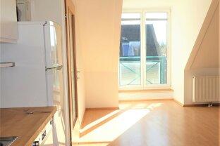 VERGEBEN  Entzückendes Dachgeschoss-Appartement. Französischer Balkon nach Süd orientiert!
