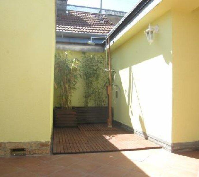 Dachgeschosswohnung mit Terrasse auf einer Ebene - Entspannende Hofterrasse